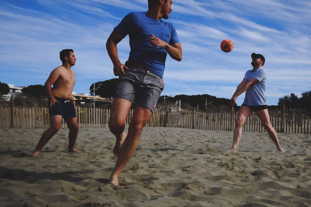 Une partie de beach volley endiablée